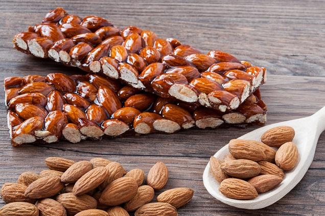 Caramelized almonds_V